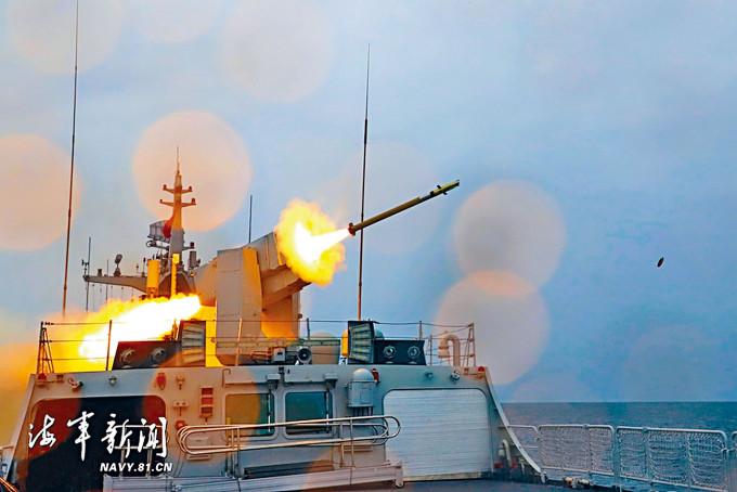東部戰區海軍在東海進行實彈射擊演習。