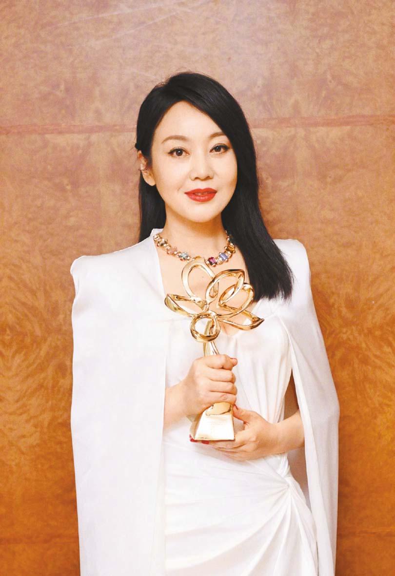 閆妮獲得第26屆上海電視節白玉蘭獎最佳女主 角的獎項。 網上圖片