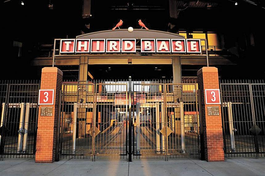 紅雀隊遲遲無法復賽,主場大門緊閉。美聯社資料圖片