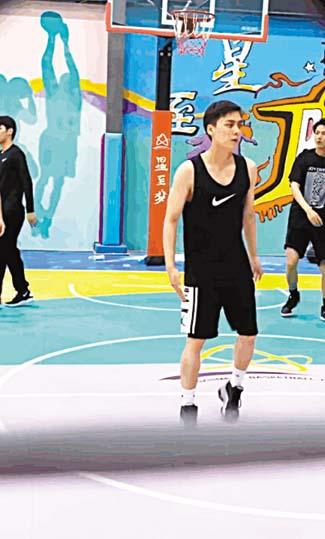 李易峰現身籃球場上。 網上圖片