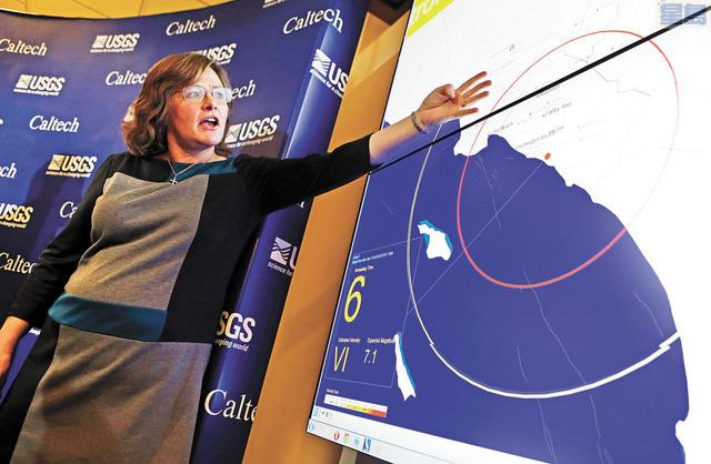 加州理工學院地質學家Lucy Jones介紹地震預警系統如何運作。美聯社