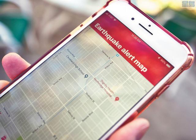 地震預警將成為所有安卓手機的標準功能。圖為一部iPhone上顯示的地震警報程式。美聯社資料圖片