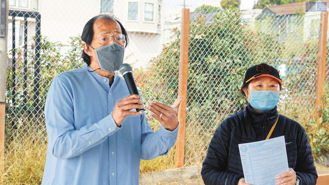 (左起)方以代、李美玲呼籲華裔選民積極投票。記者黃偉江攝