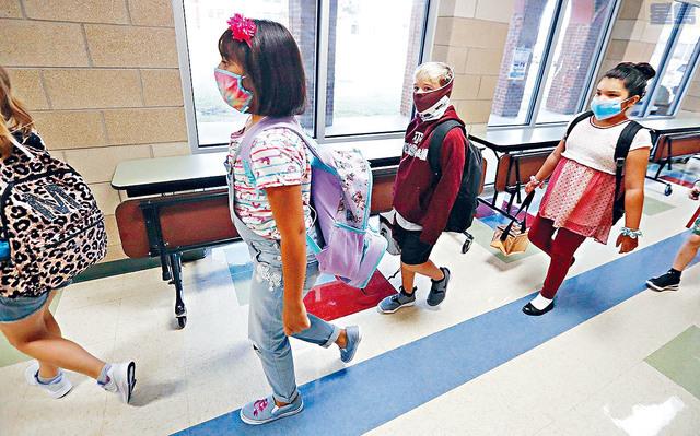 ■在各地學校準備重開或剛開始重開之時,報告指,最近兩周證實感染新冠病毒的兒童接近10萬,升幅高達40%。美聯社