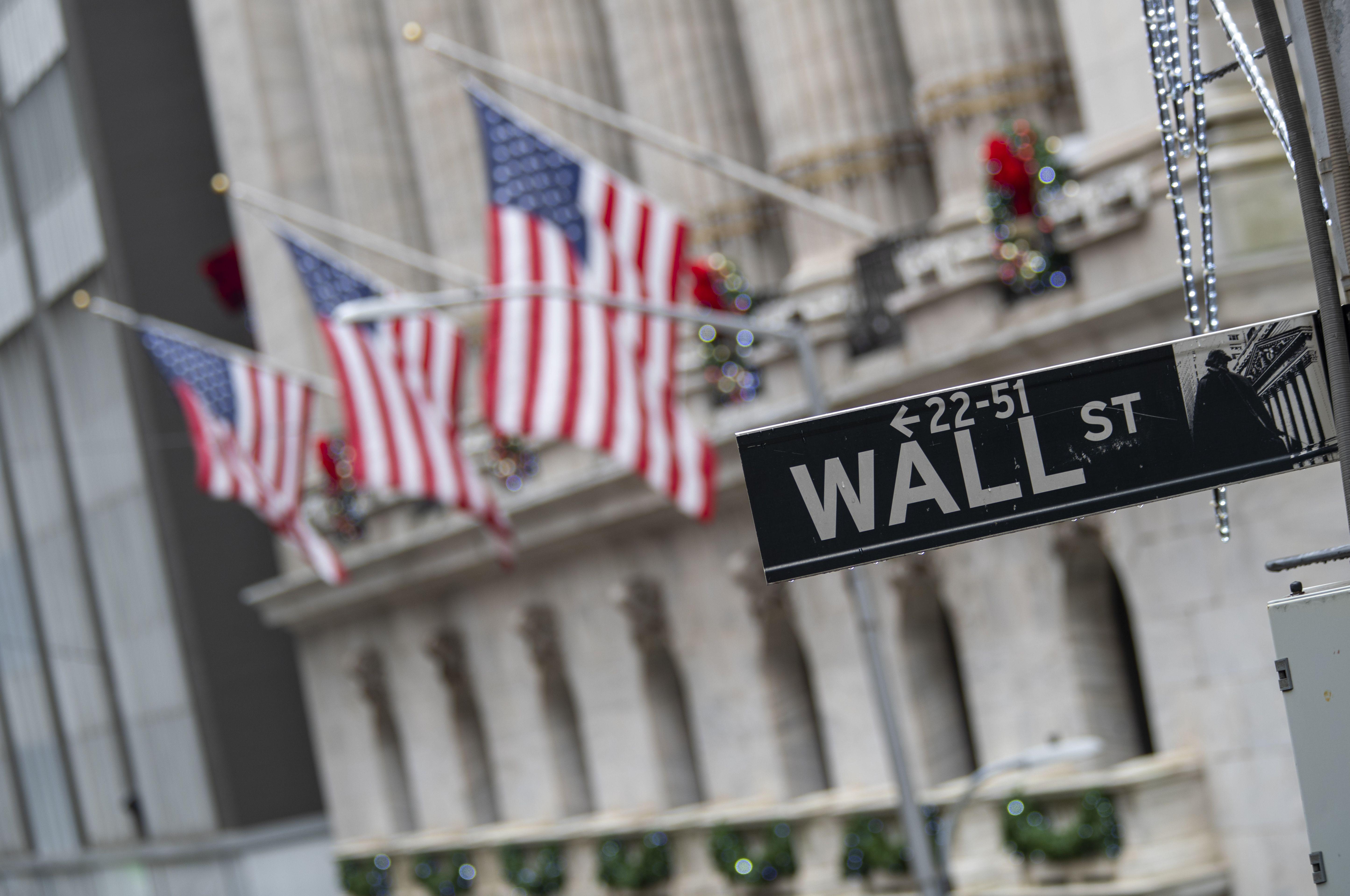受疫情影響,由家庭持有的公司股票,首季度一度下跌25%,猶幸到第二季轉佳,該部分的股票價值企硬19.52萬億元。    美聯社