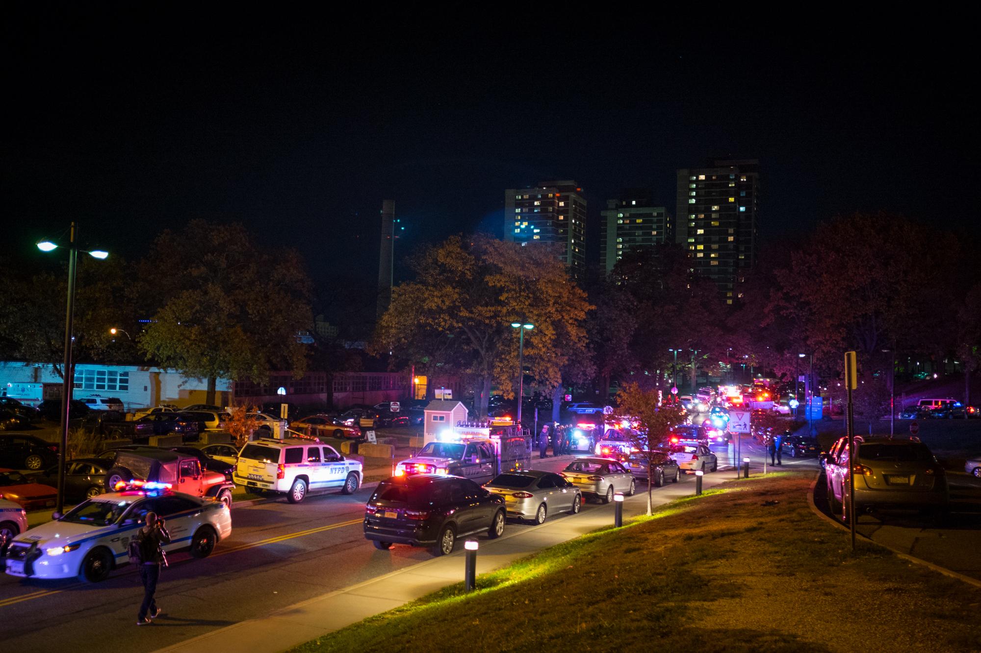 ■25日晚間至26日凌晨,紐約市各區供發生4起槍案,致1人死亡多人受傷。 市長辦公室