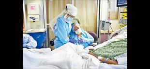 約翰霍普金斯大學的數據顯示,全美死於新冠疫情的人數20日逼近20萬,同時,逾30州的感染病例在過去一周有所回升。    美聯社