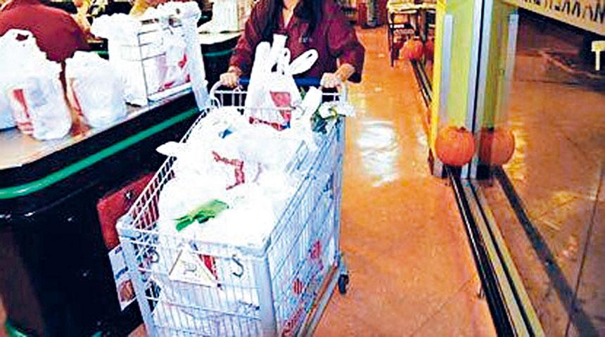 紐約州市10月19日(星期一)開始執行「禁塑令」,限制超市,商店向顧客免費提供塑料袋。
