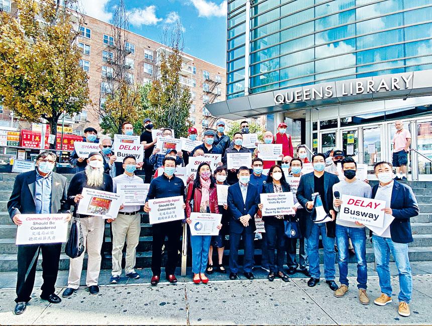 眾多法拉盛居民和商家集會,要求市交通局增進與民眾的溝通。