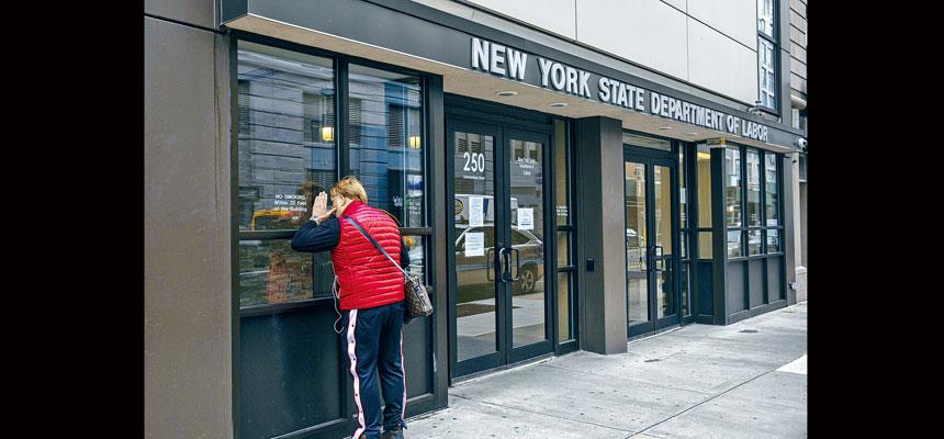 226萬名失業紐約人於18日獲發放失業補助金。Hiroko Masuike/紐約時報