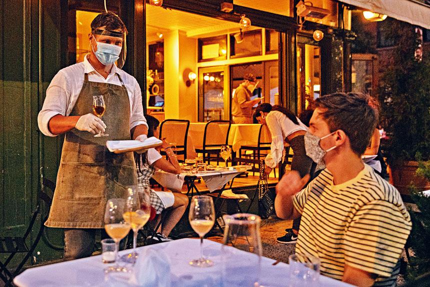 紐約市餐廳即將恢復有限度堂食。Amr Alfiky/紐約時報