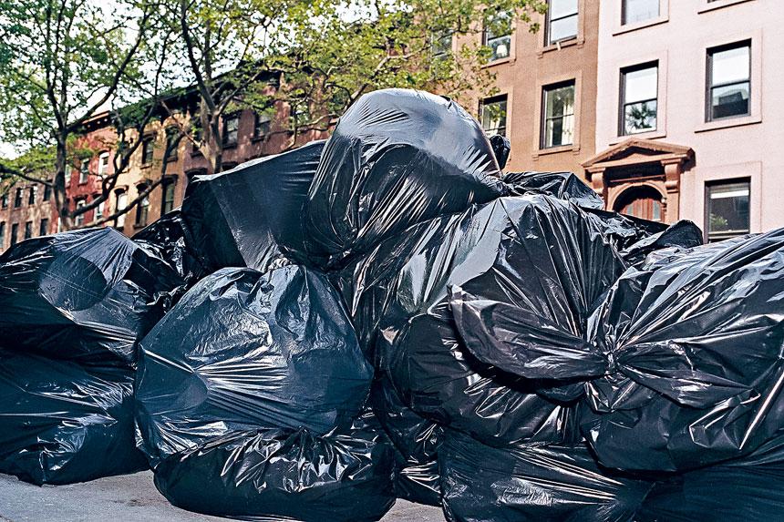 州主計報告指出,市內大部分人行道都骯髒。OK McCausland/紐約時報