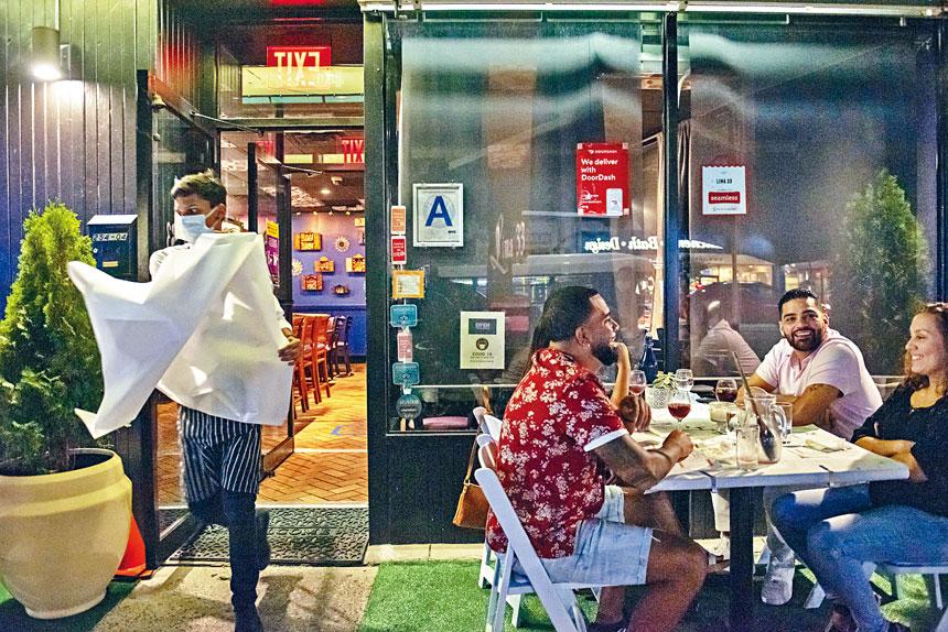 戶外用餐計劃自6月以來實施,有約1萬間餐廳參加。 Johnny Milano/紐約時報