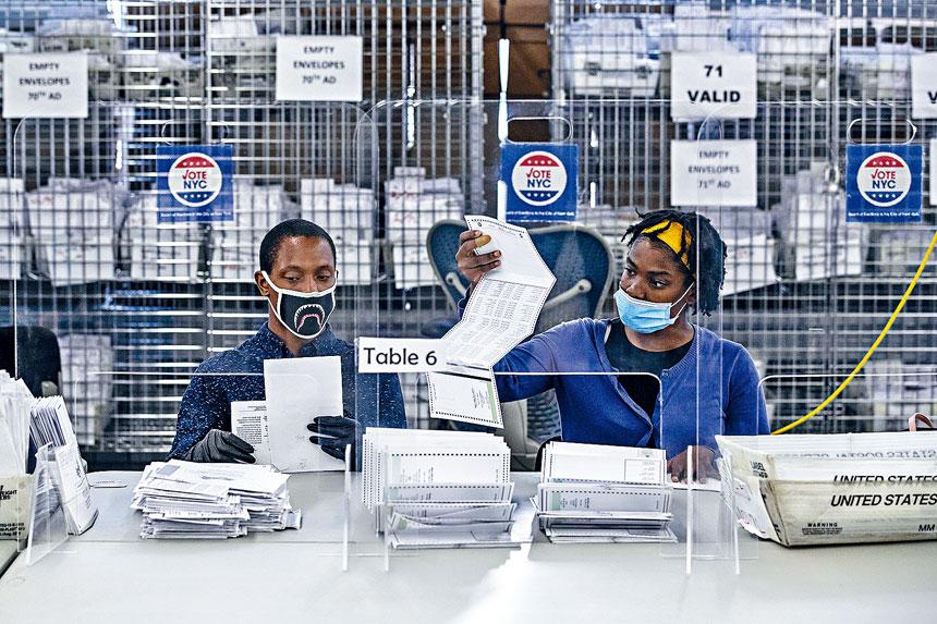 選委會重新寄發近10萬張缺席選票。 Victor J. Blue/紐約時報