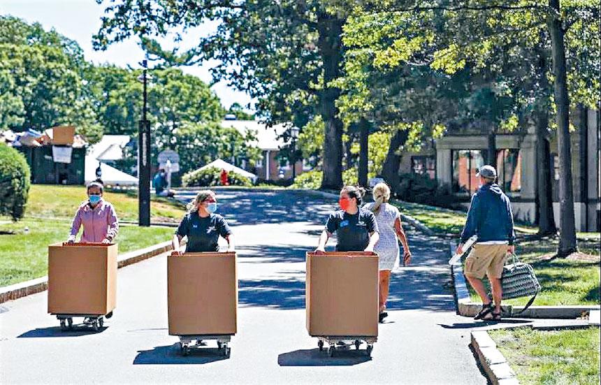 波士頓學院學生返校。檔案圖片