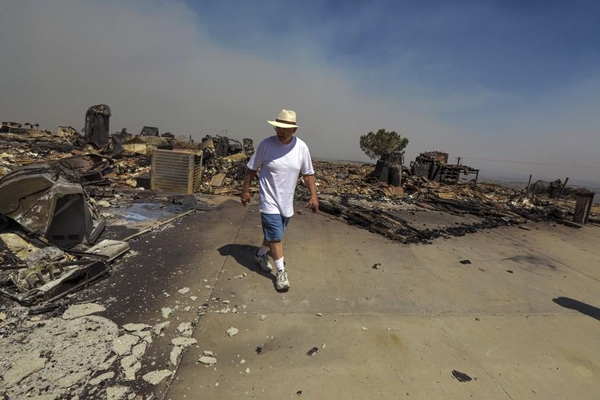 山貓大火延燒近10萬畝,已名列洛縣史上最大山火之一。洛杉磯時報