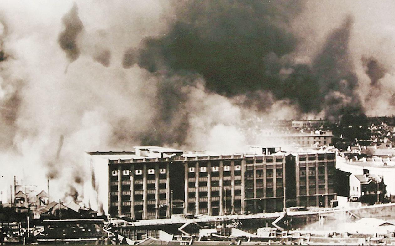 上海四行倉庫在戰火中的歷史照片。網絡圖片