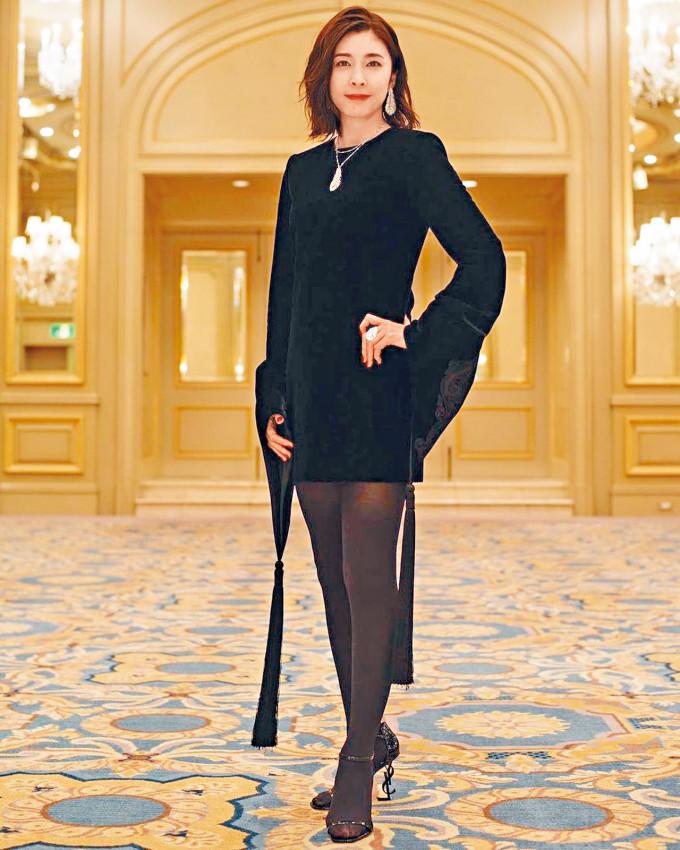 日本著名女星竹內結子昨日凌晨被發現在住所上吊身亡,終年40歲。