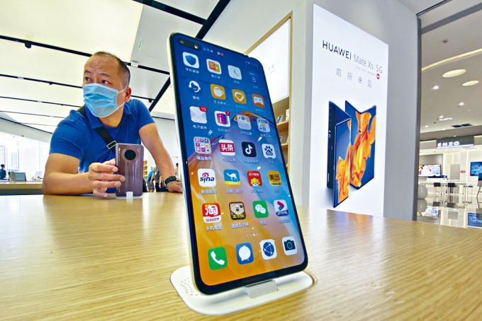 北京華為專門店展示的智能手機。