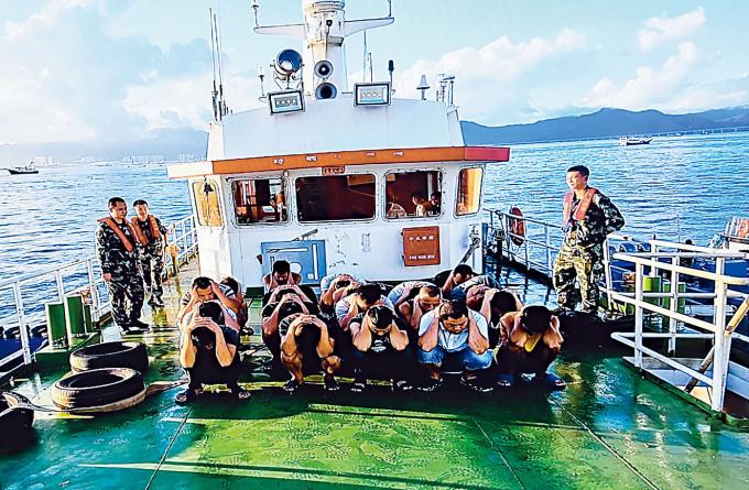 十二名疑棄保潛逃偷渡台灣港人,早前被廣東水警截獲。