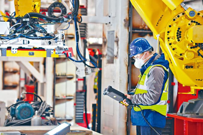 首8月工業增加值更由負轉正。