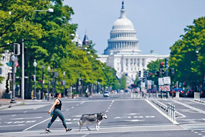 美國民主黨掌控眾議院擬推出新刺激法案,議長佩洛西表明與財長努欽溝通。