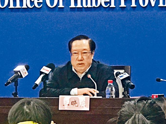 湖北省長王曉東在年初疫情記者會上不戴口罩受到質疑。