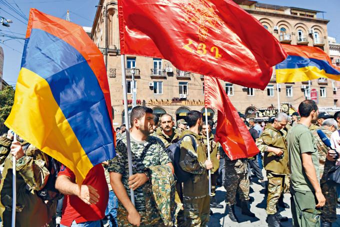 亞美尼亞民眾周日參加招募志願兵大會。