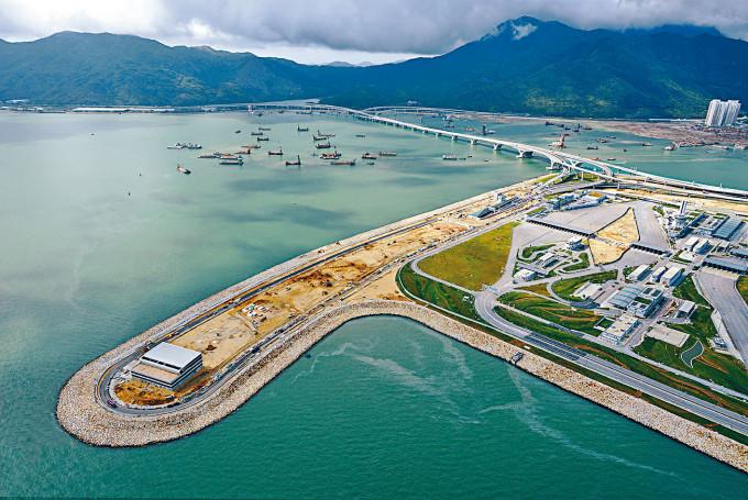地政總署屯門測量處最近建議將該路段稱為「屯門赤鱲角隧t道公路」。