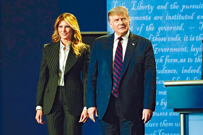 特朗普與夫人梅拉尼婭到達辯論會場。