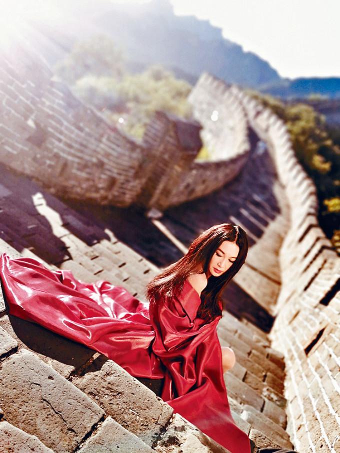 Irene表示今次登萬里長城是圓夢。