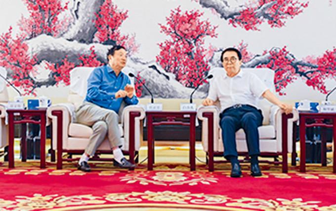 任正非(左)赴中科院拜訪院長白春禮。