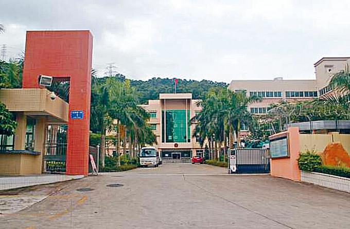 廣東省公安廳指十二名港人初證涉偷渡,目前在深圳市公安局鹽田分局(圖)刑事拘留。