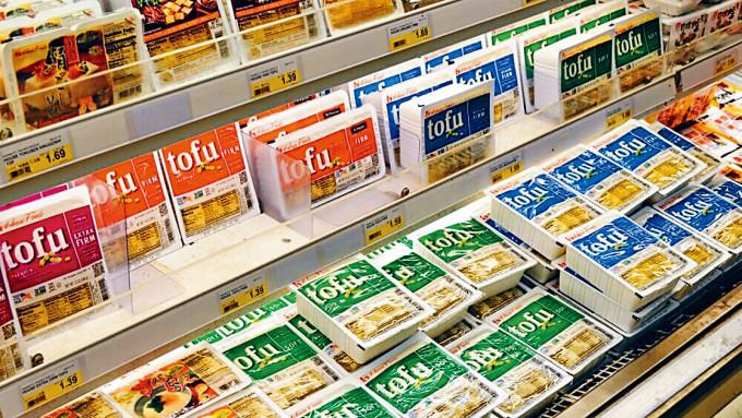 美國超級市場出售的各類豆腐。