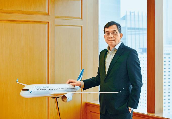 國泰行政總裁鄧健榮坦言即使完成所有重組工作,在旅客回升前公司仍未能「止血」。