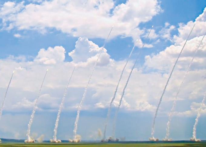 十枚東風11導彈同時發射。