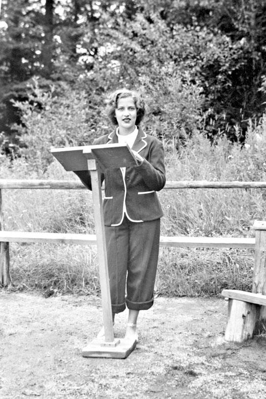 金斯伯格十五歲時在一個猶太教營地講道。