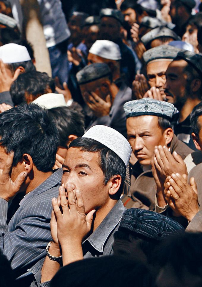 英國等西方國家以香港和新疆(圖)的人權問題攻擊中國。