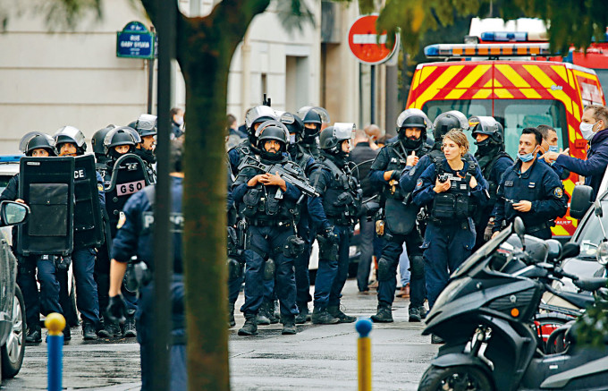 警察在現場戒備。
