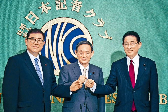 自民黨總裁參選人石破茂(左)、菅義偉、岸田文雄上周六出席選舉討論會。
