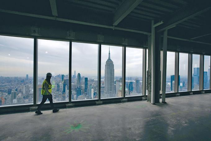 紐約曼克頓的這幢新寫字樓,可遠眺著名的帝國大廈。