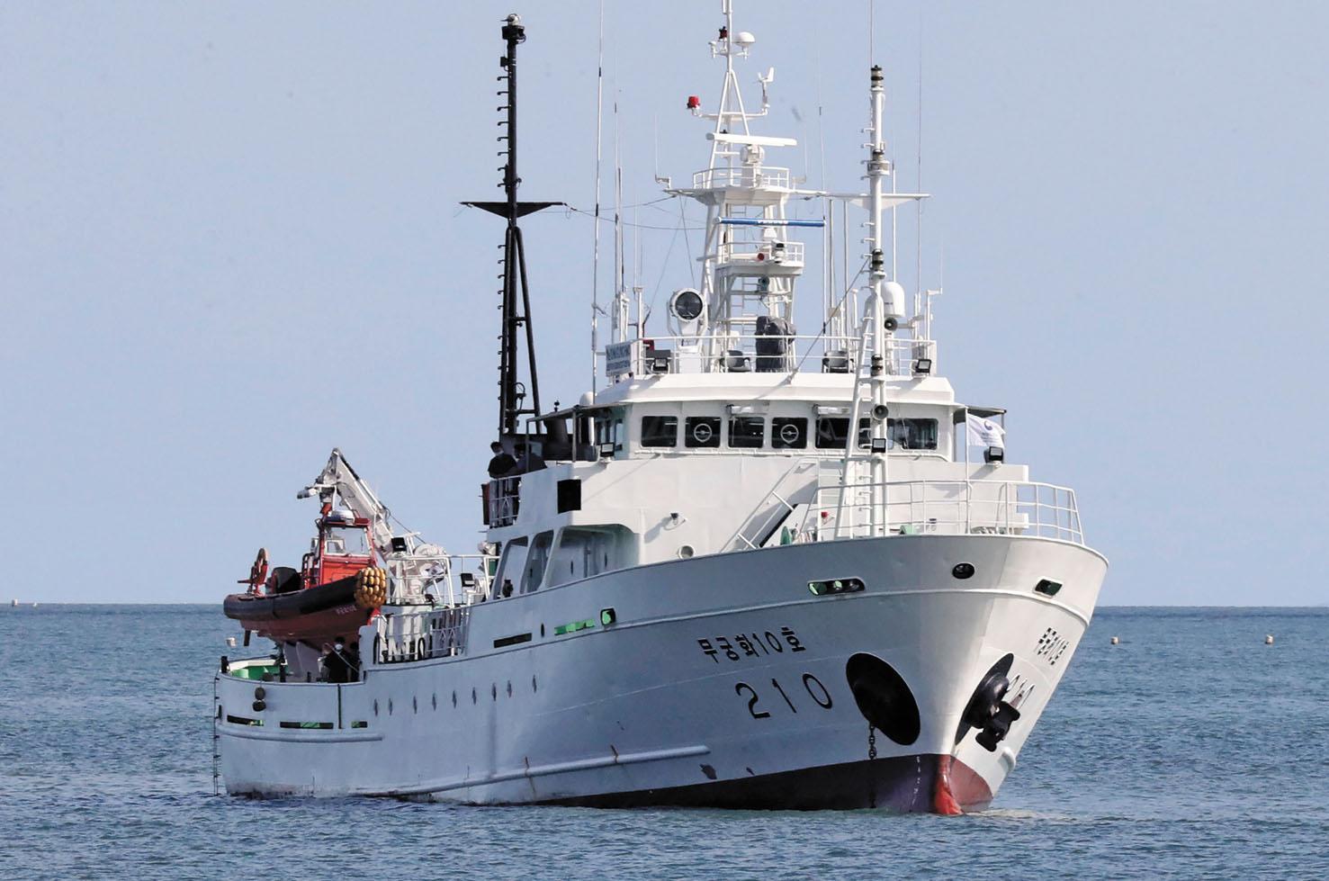 被射殺的韓國漁業官員據報從巡護船上失蹤。圖為在韓國延坪島附近的一艘韓國巡護船。美聯社
