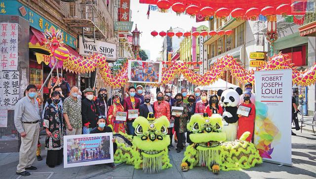 步行街上,歡度疫情下的中秋佳節。記者黃偉江攝