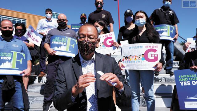 市參事會主席余鼎昂呼籲支持F提案及G提案。記者黃偉江攝