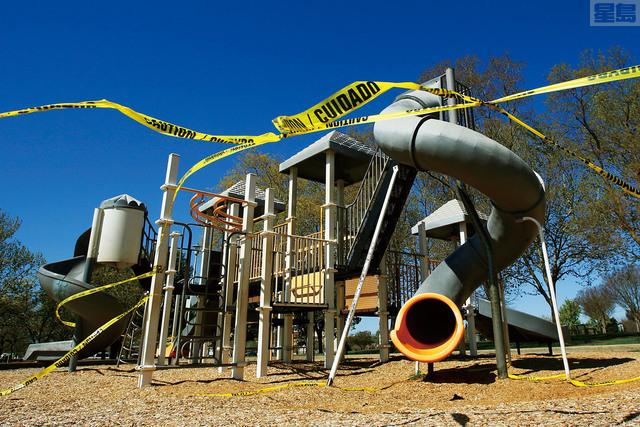 州府容許許多地方的遊樂場重開,但有規則需要遵守。美聯社