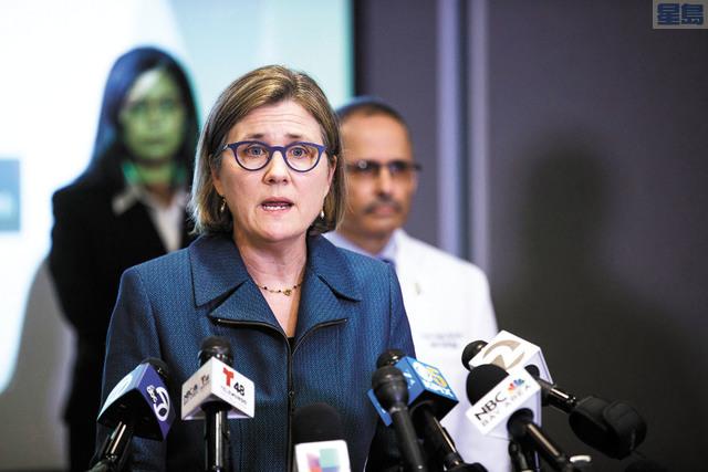 聖他克拉縣衛生局長科迪呼籲切勿重啟太快,以免重蹈覆轍再鑄成大錯。美聯社資料圖片