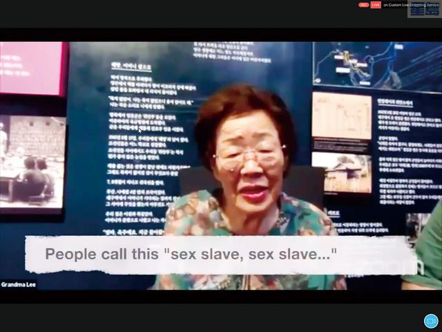韓國「Grandma Lee」隔空與大家講述自己的悲慘經歷。記者張曼琳截圖