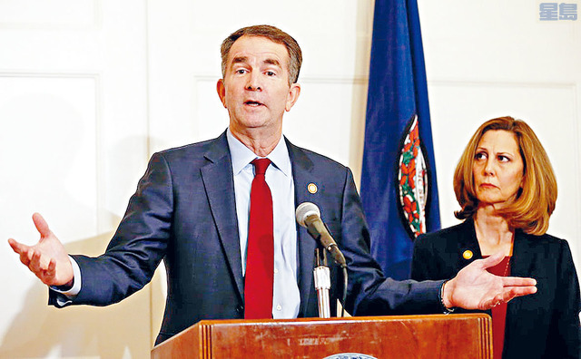 維珍尼亞州民主黨籍州長諾瑟姆證實,自己與妻子均對新冠病毒檢測呈陽性反應,成為全國第三名染疫的州長。美聯社