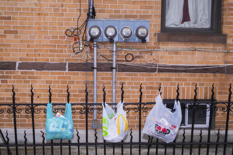 ■全州膠袋禁令已於10月19日生效執行, 違規商戶將被罰款250至500元。 Lucia Buricelli/紐約時報