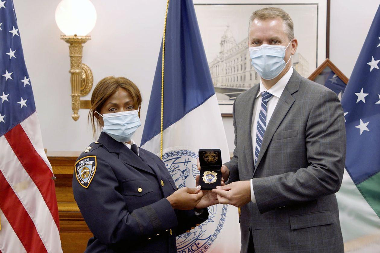 ■霍爾姆斯於30日履新擔任巡警長。 紐約市警務處圖片